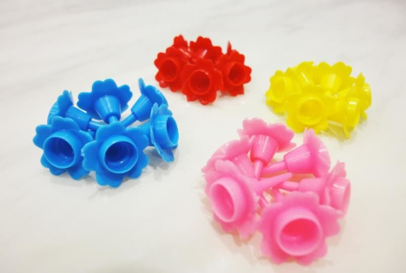 Colorful Flower Shaped Plastic Birthday Cake Candle Holders Eco Friendly